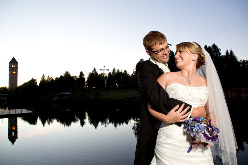 Returning to the site of their first date made tim & Jessie's wedding super romantic and incredibly...