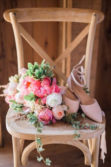 Bouquet of pink, white and peach flowers