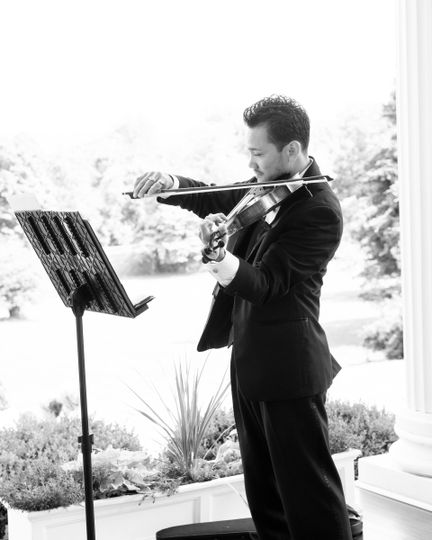 Solo violin for an outdoor wedding at Historic Rosemont Manor in Berryville, VA