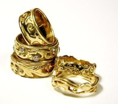 18k yellow gold wedding bands