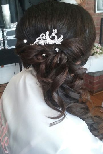800x800 1492012540973 bride side updo
