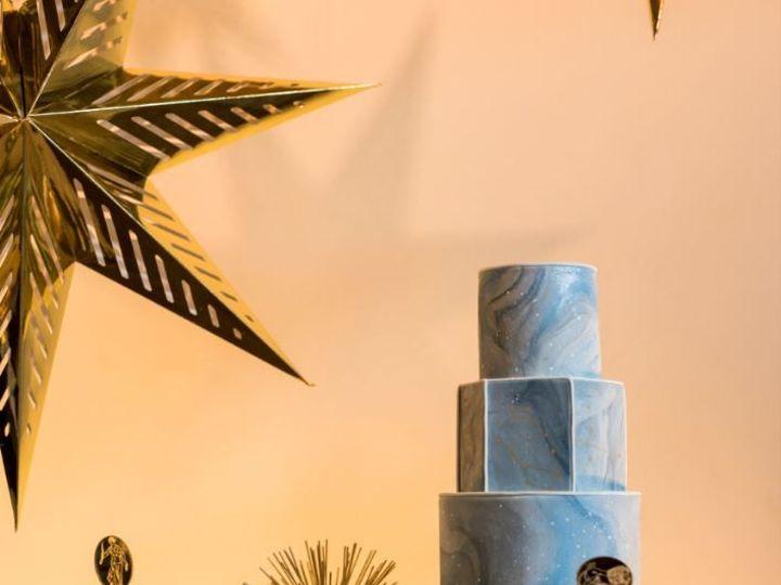 Tmx 1518580199 5871c6b37097a599 1518580198 35b92977dd13e530 1518580198250 10 Blue Box Cake 2 Bothell wedding cake