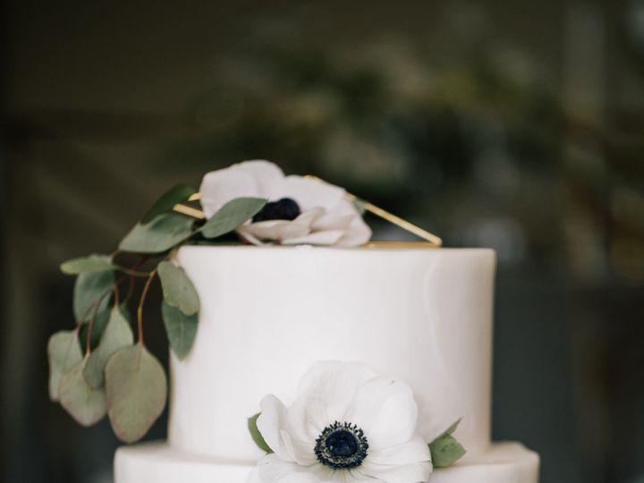 Tmx 1518580232 D8b19c839563134c 1518580230 B6ebfb6a0698fb2b 1518580228768 11 Kellylemonphotogr Bothell wedding cake