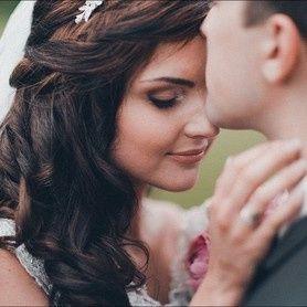 Tmx 1b55e196dd9c467740489672b1b8d7c8 Pf 51 1898489 157651781952187 Bellevue, WA wedding beauty