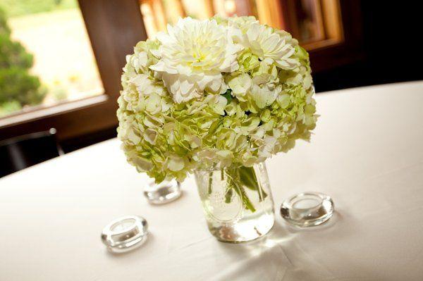 Tmx 1317036052923 PetiteFleurbyTheFrenchBouquetArtworksTulsaPhotographyCenterpiece1 Tulsa wedding florist
