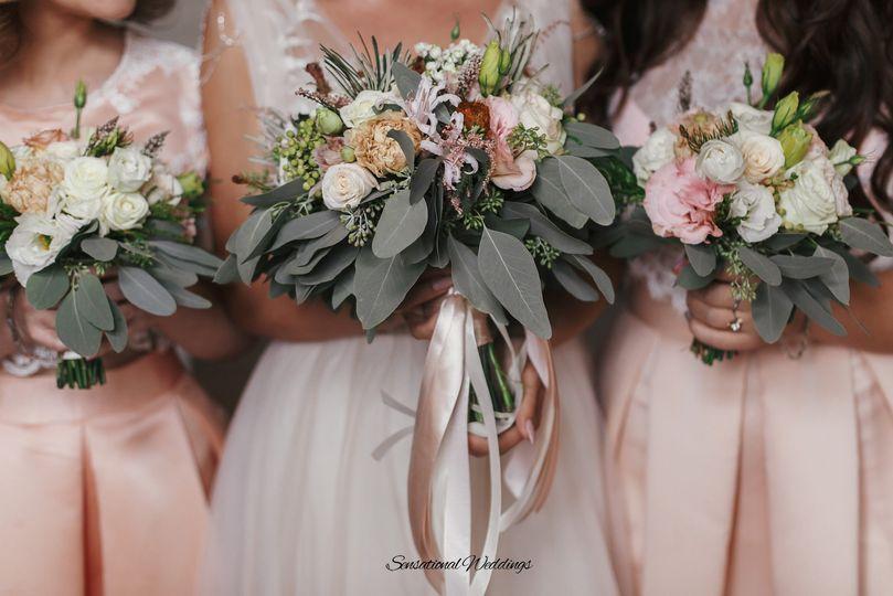 bride with bridesmaids 51 1003689 158795473675231