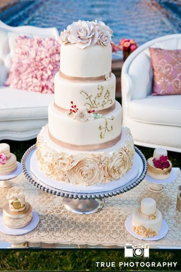 Four tier wedding cake with peach lining