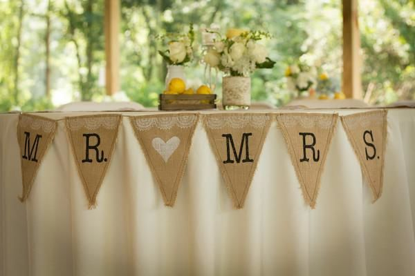 Sweetheart table withe banner decor