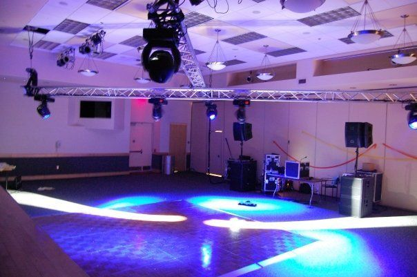 Ballroom DJ show with Truss and moving heads for a great Dance party.