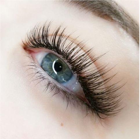 Natural-looking lashes