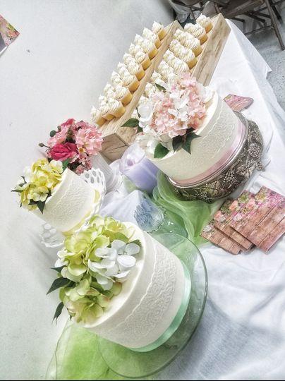 3 single-tier cakes & cupcakes