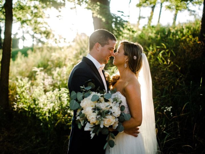 Tmx 1510418066339 Edf36284 3018 4040 8e48 8f6192a25640 Muscatine wedding florist