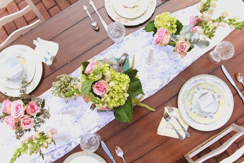 0db149549cd94176 1462975254335 vintage table