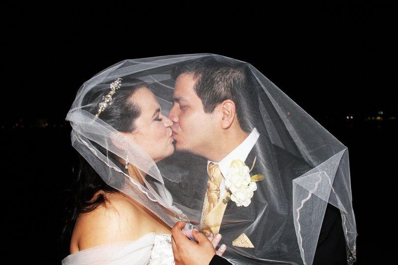 A kiss under the veil