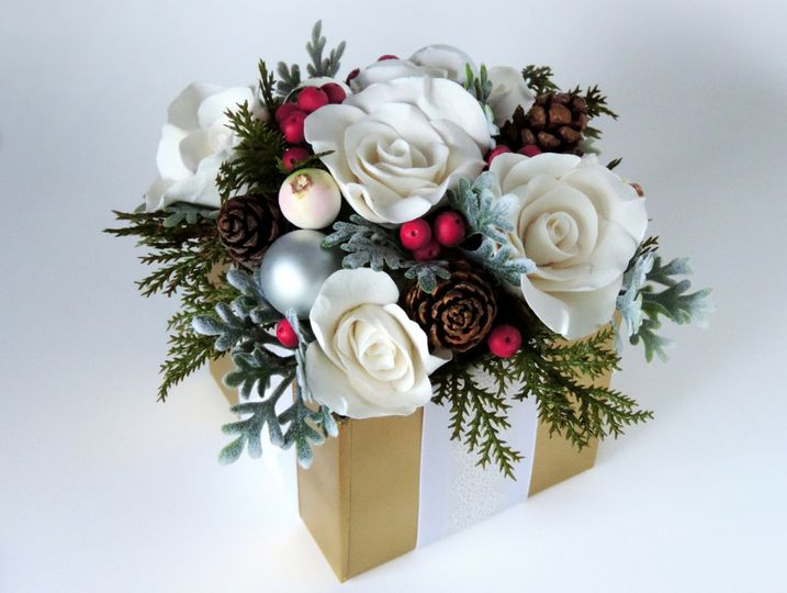 Holiday gift box arrangement