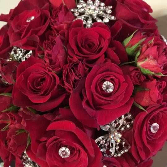 Red roses with gems