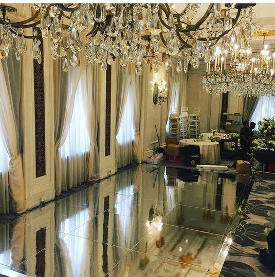 Mirror DF Pierre Hotel