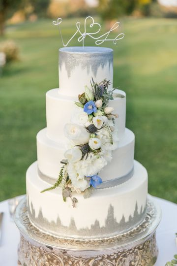 Flowers and cake...