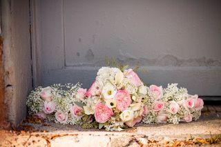 Garden roses and Callas