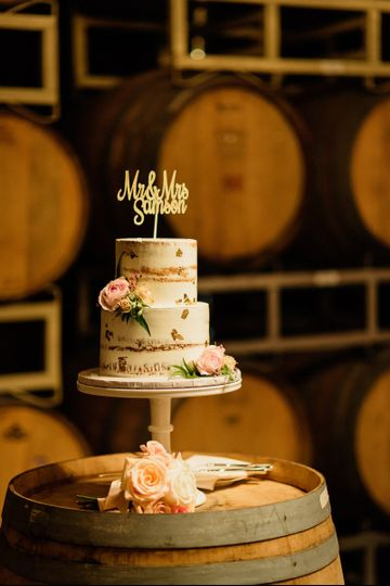WEdding cake on a barrel