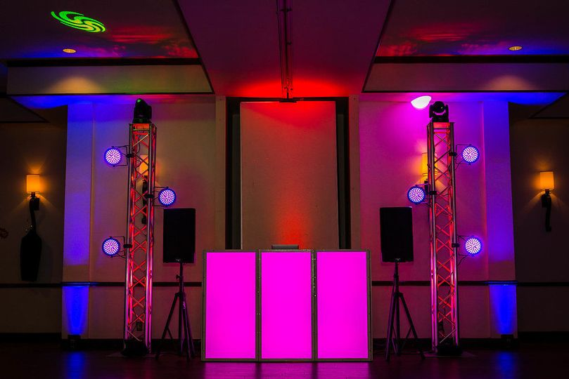Intermediate package featuring the GloPro Facade and 2 Moving head LED Lights