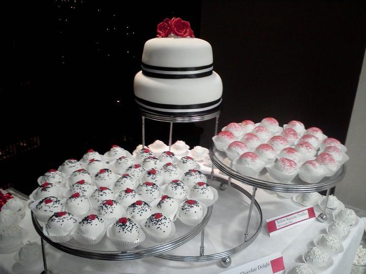 Tmx 1343193518755 1231111722a Kent wedding cake