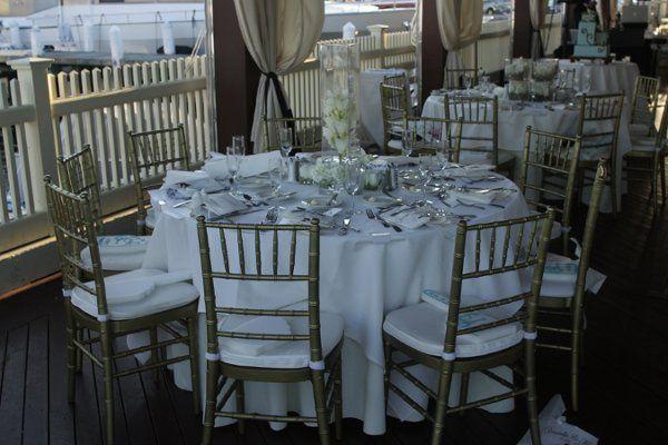 Tall arrangement, gold chivari chairs