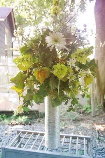 Tall centerpiece in shades of green and ivory