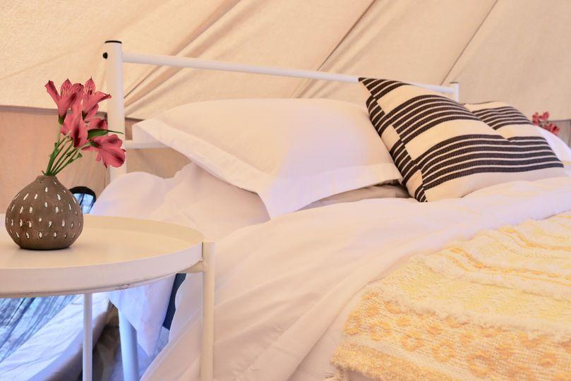 Queen bed + bedding