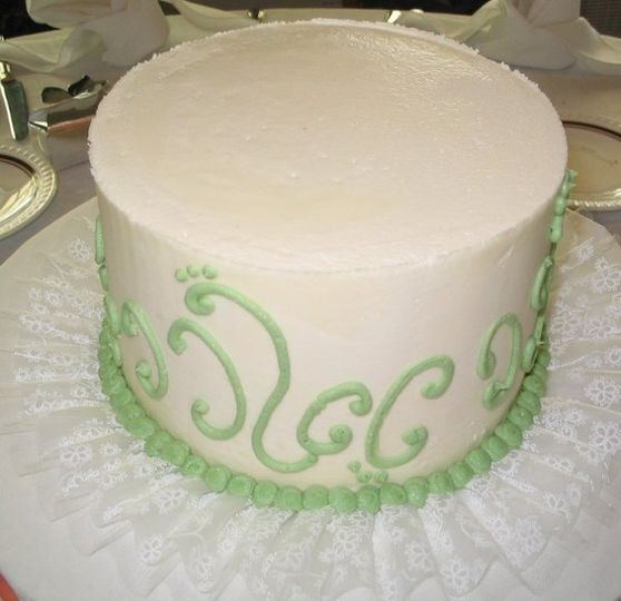 Sage Swirl and Dots were the selection for this individual table cake.