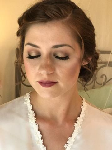 Airbrush bridal makeup and individual lash inserts