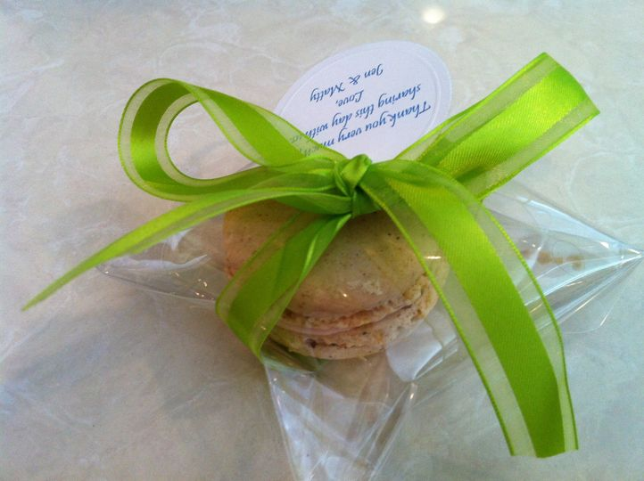 macaron party favor wth ribbon and note 4