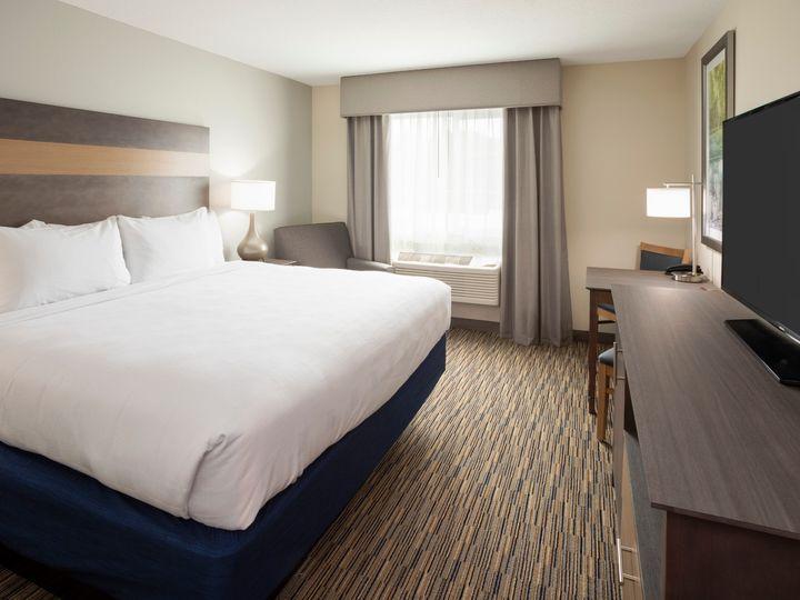 Tmx Grandstay Spicer Room 311 K 51 1006199 158990412495700 Spicer, MN wedding venue