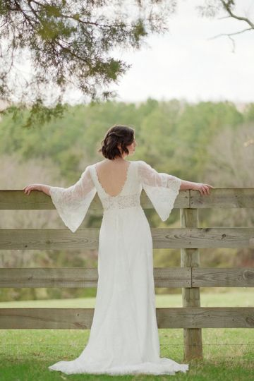 Sealed with a kiss dress attire charlottesville va for Wedding dresses charlottesville va