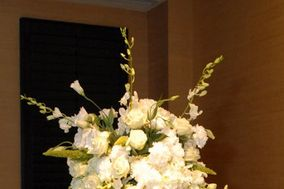 Chesha's Flowers & Accents