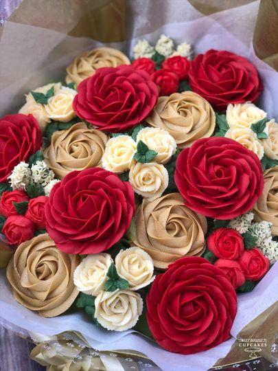 Classic rose cupcake icing
