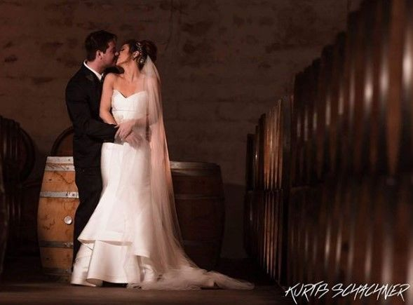 Couple kissing | Photo: Kurtis Schachner