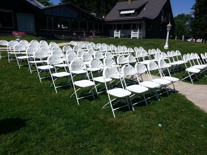 chairs outside 51 1041499