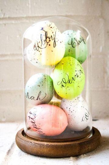Calligraphy on eggs