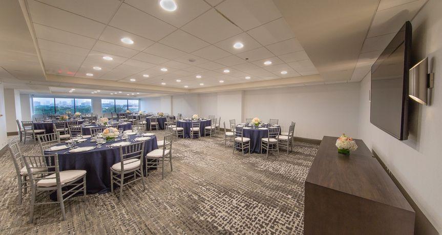 Hilton room - formal setting 2