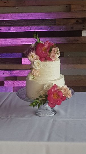 Floral cake with texture