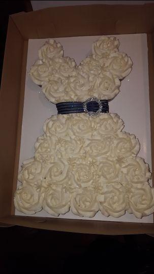 White dress themed cake