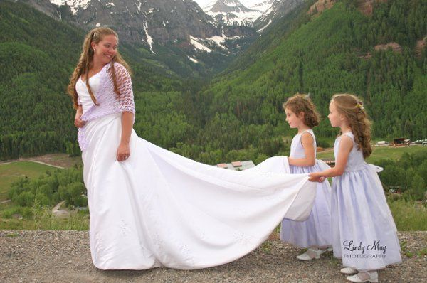 Bride with flower girls 01