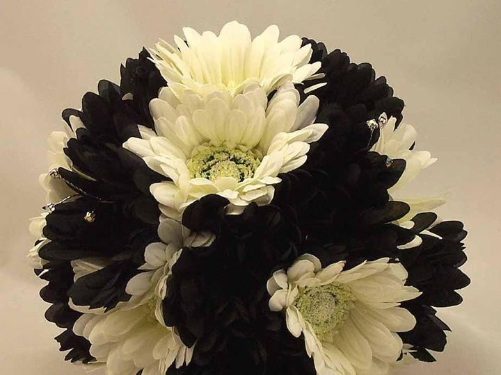 Tmx 1416667411820 Blackwhitegerberaposybouquet1m Syracuse wedding planner