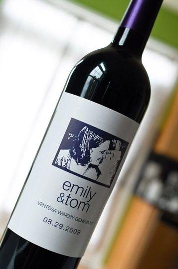 em tom wine label