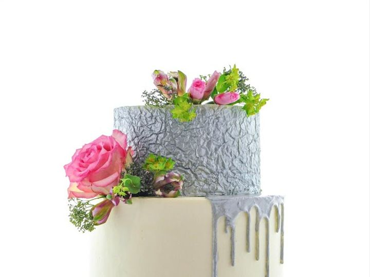 Tmx Foildrip 51 1984799 159882006685980 Alexandria, MN wedding cake