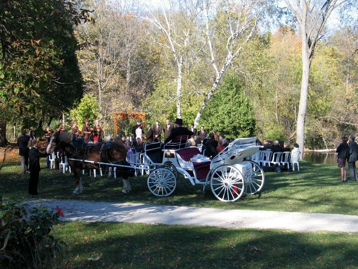 Brides have the option of engaging Kettle Moraine Carriage for a fashionable ride to the riverfront...