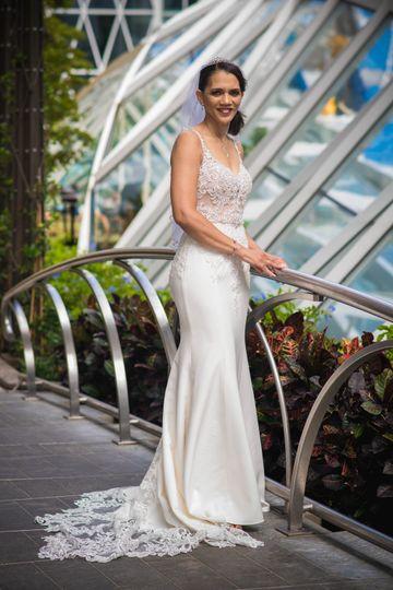 Look at this exquisite bride!!