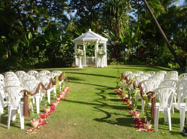 outdoor wedding at Halekoa Garden