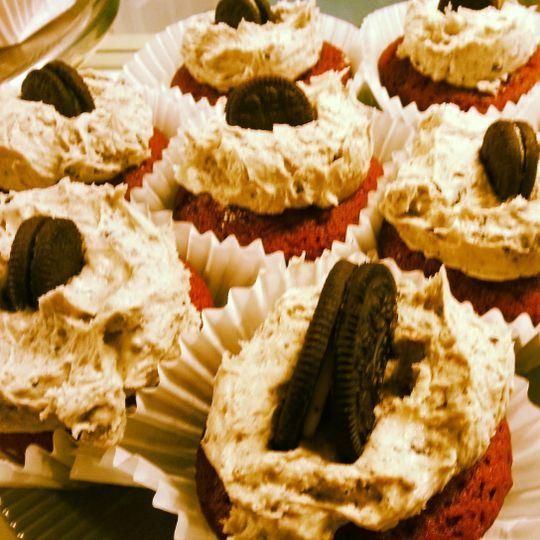 red vel cookies n cream